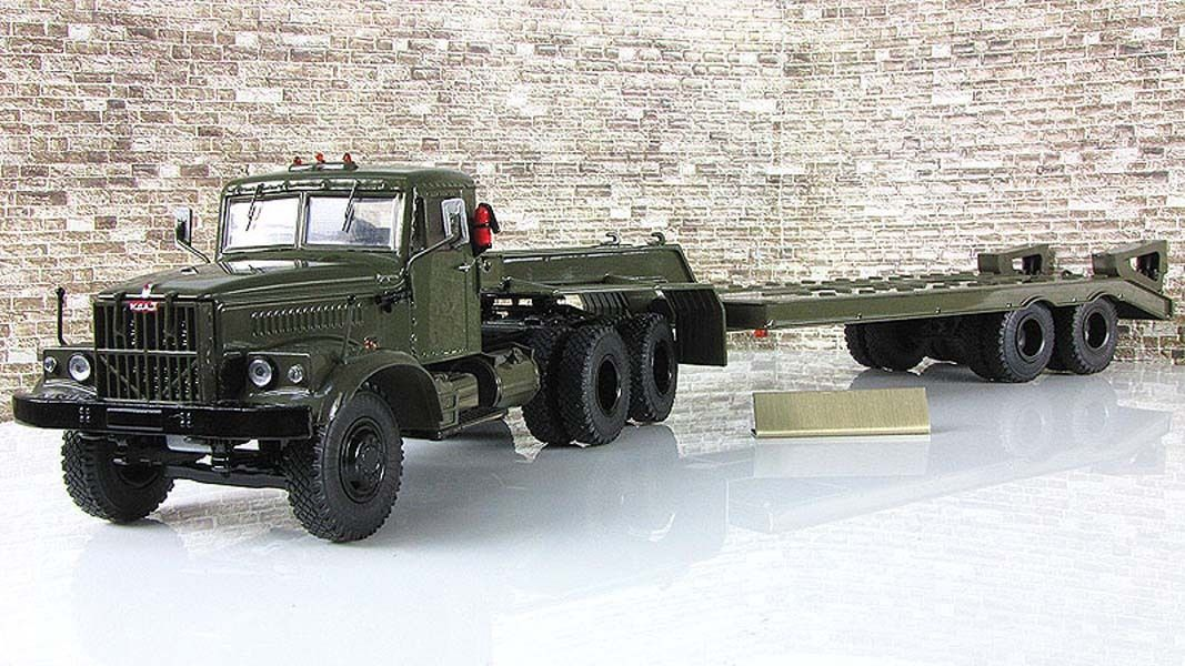 КрАЗ-258Б1 с полуприцепом-тяжеловозом ЧМЗАП-5523